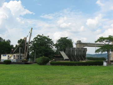 Wicket dam and maneuver boat