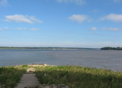 THE CONFLUENCE: The Ohio River on the left, the Mississippi River on the right. The Ohio is larger.