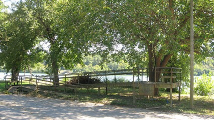 Accessible boat ramp structure